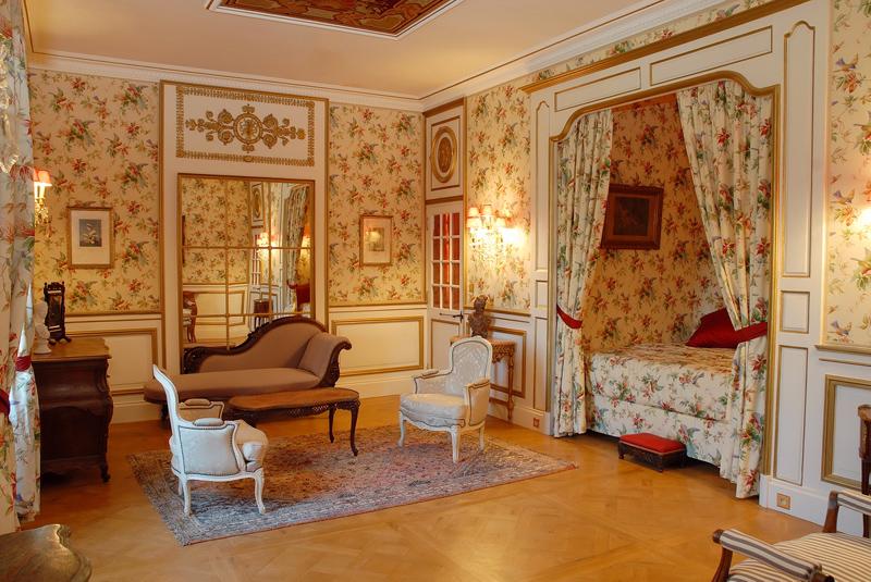 Chateau charente maritime for Chambre de la reine versailles